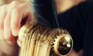 Haar brushen zoals bij de kapper: zo pak je het aan in je eigen badkamer