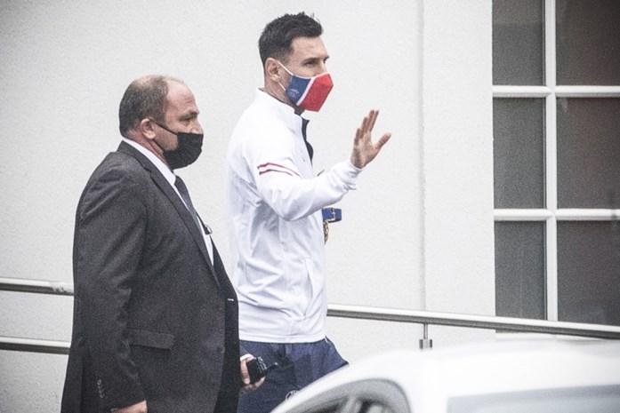 """Messi-fans trekken eropuit, maar moeten tevreden zijn met schamper handje: """"Gelukkig hebben we vandaag geen huiswerk"""""""