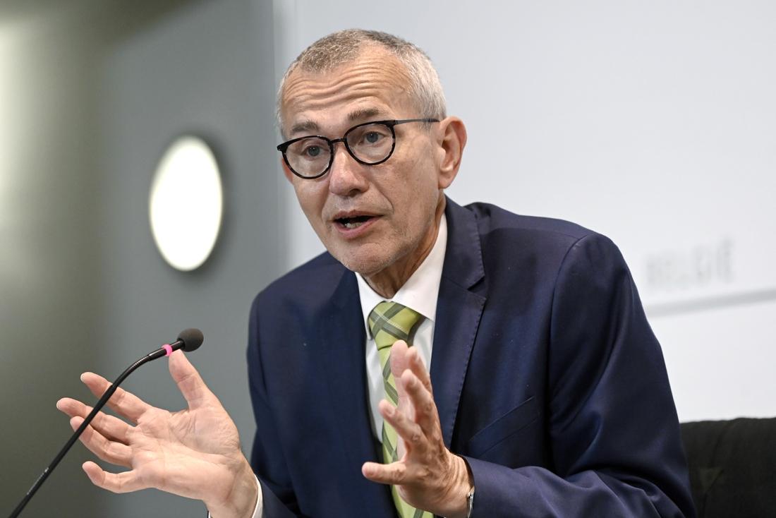 """Minister Frank Vandenbroucke (Vooruit): """"Als je quarantaineregels op school wil versoepelen, moet je dijken elders sterker maken"""""""