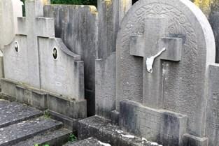Vandalen vernielen dertigtal graven op Berendrechts kerkhof, van daders nog geen spoor