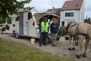 Toon en Carina trekken al drie maanden met hun fjordenpaarden en caravan rond