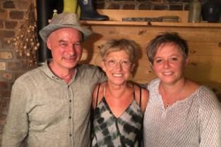 Kollebloemkoor wuift dirigent Michel uit en verwelkomt Krista