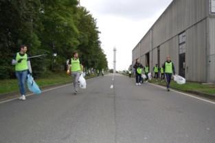 """Profvoetballers en CEO ruimen de straten op: """"We hebben een voorbeeldfunctie"""""""