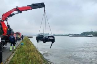 Bilzenaar (55) rijdt met auto in kanaal in Diepenbeek