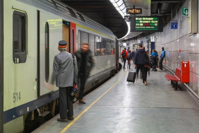 """Weer naar het werk, maar niet meer met trein of bus: """"Ik vrees dat alle inspanningen teniet zijn gedaan"""""""