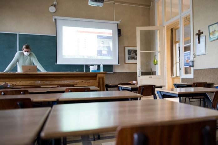 """Niet iedereen wil soepelere quarantaineregels op school: """"Vreemd om versoepeling te vragen omdat cijfers te hoog zijn"""""""