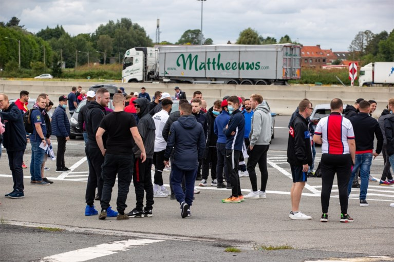 Politie begeleidt 1.500 PSG-supporters van Franse grens richting Jan Breydelstation