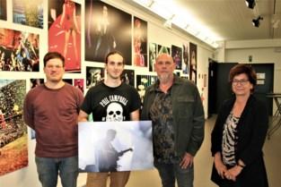 """Nick Cave, U2 en Amy Winehouse stonden al voor zijn lens, nu exposeert fotograaf Geert in zijn thuisstad Lokeren: """"Elk concert is een unieke ervaring"""""""