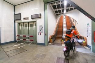 Naast de liften liggen nu ook de roltrappen van de voetgangerstunnel tijdelijk stil