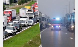 Jaar na invoering van reddingsstrook rijden hulpdiensten zich nog altijd vast in de file: hoeveel boete riskeer je?