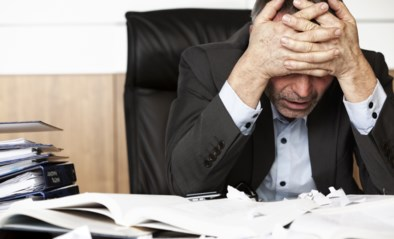 Tegen de baas vertellen dat je stress hebt en de werkdruk (te) hoog ligt. Je zou het beter doen, maar het lukt vaak niet
