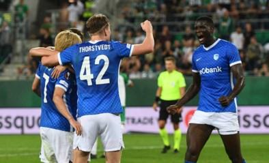Dan toch! Onuachu schiet matig KRC Genk in extra tijd voorbij Rapid Wien in Europa League