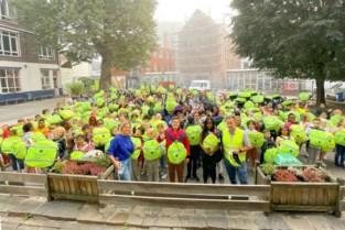 """270 leerlingen DvM-basis krijgen fluorescerende rugzakbeschermer: """"Maar veiligheid in stad moet nog beter om iedereen op fiets te krijgen"""""""