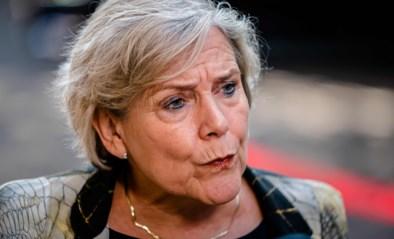 Ook defensieminister stapt op in Nederland