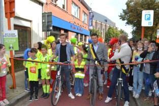 Eerste fietsstraat met veel enthousiasme en activiteiten officieel geopend