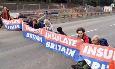 Veertien arrestaties nadat klimaatbetogers drukste autosnelweg in Engeland blokkeren