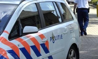"""Twee doden bij steekincident in Nederlandse Almelo: """"Man met kruisboog op balkon schiet op passanten"""""""