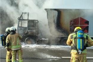 Brandende vrachtwagen op Brusselse ring: al meer dan uur aanschuiven