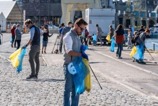 Burgers verzamelen zwerfvuil tijdens World Cleanup Day