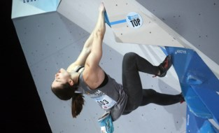 Chloé Caulier strandt op WK muurklimmen in halve finales bouldercompetitie