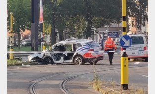 Zwaar ongeval met politiecombi op weg naar rellen in Overpoort: twee agenten even in levensgevaar