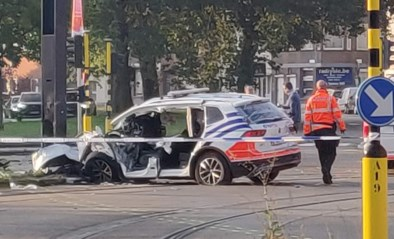 Zwaar ongeval met politiecombi op weg naar rellen in Overpoort