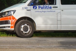 Automobilist in levensgevaar na zware botsing met twee wagens in Diepenbeek