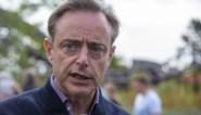 """Bart De Wever is het vingerwijzen naar Antwerpen beu: """"Ik besef dat de vaccinatiegraad in sommige wijken niet zo goed is"""""""