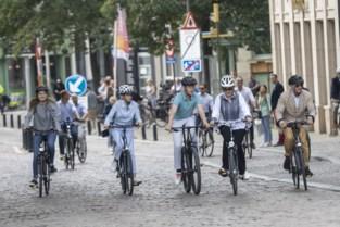 """Koning Filip met zijn gezin op fietstocht in Gent: """"Een beetje sport doet deugd!"""""""