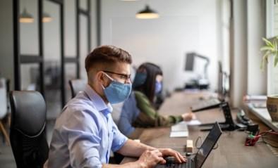 Mondmaskers mogen af op het werk, al zullen honderdduizenden Vlamingen er toch nog één moeten dragen