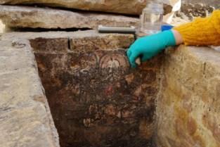 Opnieuw beschilderde grafkelder ontdekt