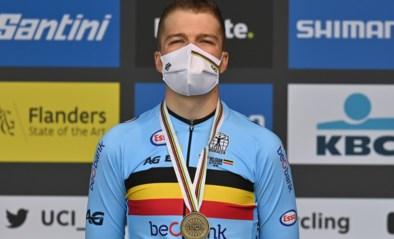 """Florian Vermeersch knalt naar medaille op WK tijdrijden voor beloften: """"Vanthourenhout riep dat ik sneller reed dan Wout van Aert"""""""
