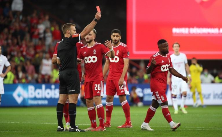 Lior Refaelov schenkt Anderlecht de zege in klassieker tegen Standard, dat wedstrijd met negen eindigt