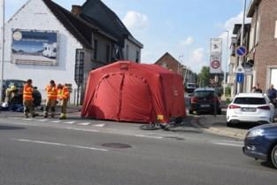 """Na dodelijk ongeval eist fietsersbond aanpassingen aan gevaarlijk kruispunt: """"Moeilijk te aanvaarden dat je man, vader of grootvader niet meer thuiskomt na een fietstochtje"""""""