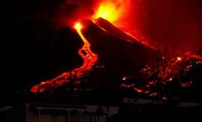 Vulkaan barst uit op Canarisch eiland La Palma: al 5.000 mensen geëvacueerd