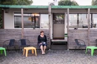 """Bekende frietbarak aan Royerssluis verdwijnt niet, maar verhuist: """"Blij dat we nog even kunnen doorgaan"""""""