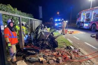 Bruggeling zwaargewond na spectaculaire crash: wagen belandt op dak