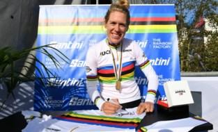 """Ellen van Dijk kroont zich opnieuw tot wereldkampioene tijdrijden: """"Heb zitten nagelbijten in de hotseat"""""""