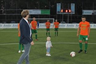 August (1) trapt eerste bal op nieuw kunstgrasveld TK Meldert