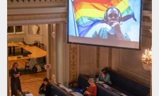 Debat Anti-LGBTQ-stickers zorgt voor aanvaring met Vlaams Belang in gemeenteraad