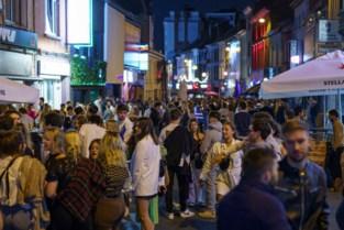 Na de rellen nemen studenten Overpoort weer over: veel volk, liters bier en één aanhouding