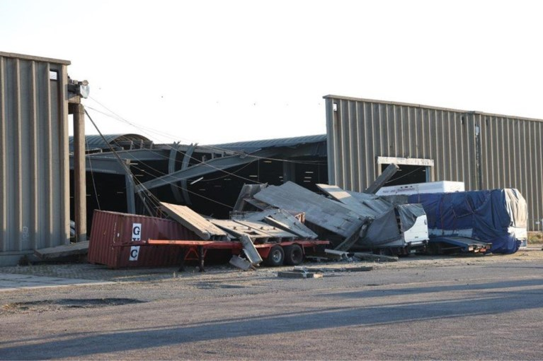 Shed in Antwerp harbor partly collapsed: enormous damage, miraculously no injuries