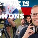 Dan Bigham reed de Mixed Team Relay met een opvallende bult op de buik. In onze WK-podcast komt u te weten waarom.