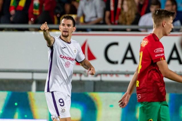 Anderlecht morst met de kansen, maar sleept met tien man alsnog verdiend punt uit de brand tegen KV Oostende